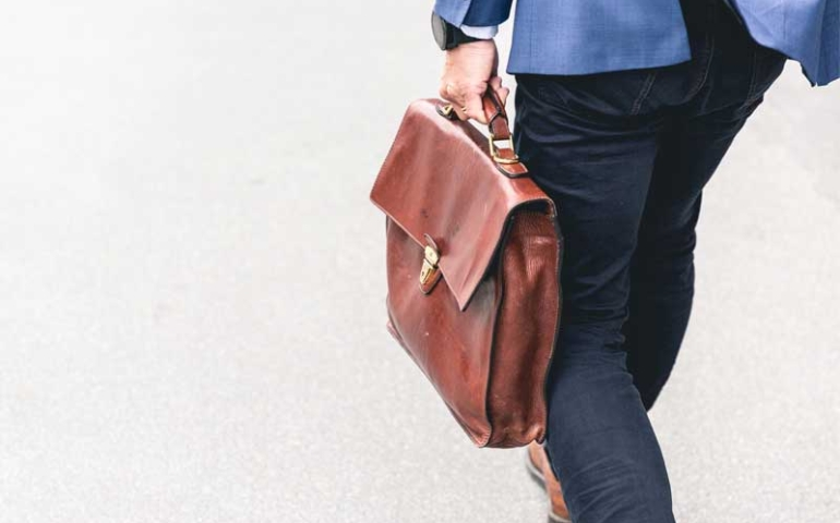 ตกงาน ถูกเลิกจ้าง ลาออก ต้องขอเงินประกันสังคมยังไง ?